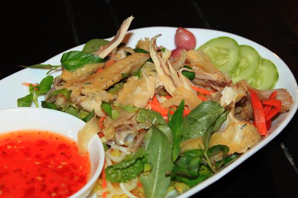 cơm gà Phú Yên là một trong ba món cơm gà ngon nổi tiếng của dải đất miền Trung