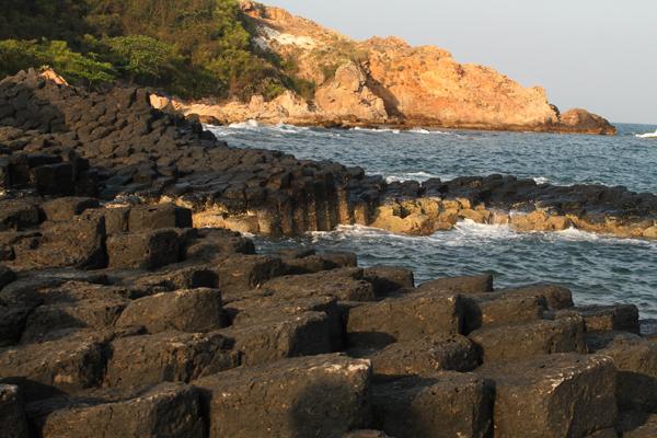 Gành Đá Đĩa là một biểu tượng của du lịch Phú Yên, là điểm đến mà du khách đến Phú Yên khó có thể bỏ qua. Ảnh: Hu Pa.
