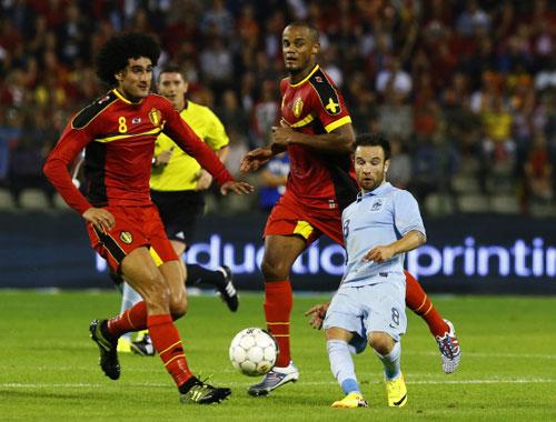 Ngôi sao 29 tuổi bị biến thành người lùn so với Fellaini và Kompany của đội Bỉ -