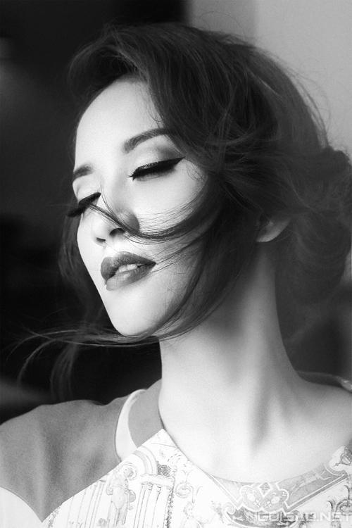 Khánh Thi đẹp hút hồn trong ảnh đen trắng