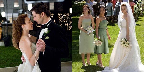 Trong bộ phim The time traveller's Wife, Claire (Rachel McAdams) và Henry (Eric Bana) chia sẻ một câu chuyện tình yêu vượt thời gian. Vẫn là nữ diễn viên chính trong bộ phim, nhưng Rachel McAdams lại khoác lên mình vẻ đẹp đằm thắm và nữ tính hơn với trang phục cưới của Lea-Ann Belter Bridal. Cùng với câu chuyện vượt thời gian, chiếc váy có tên gọi Cecelia mang phong cách hoài cổ, được may từ lụa organza với dáng chữ A mềm mại, eo thắt ruy băng to bản. Phụ kiện đi kèm là khăn voan dài trong suốt, nhẹ nhàng mà quyến rũ. Ảnh: Brides.