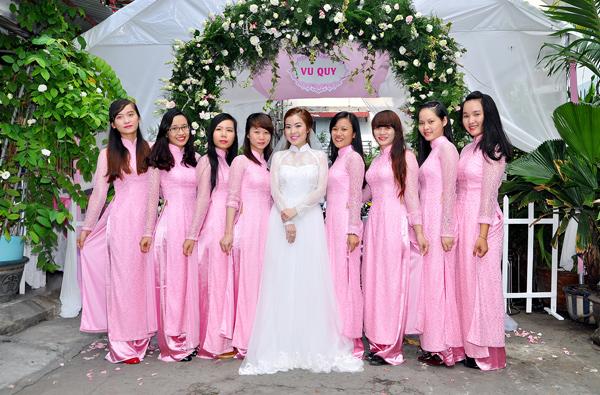 Các bộ áo dài cách tân là lựa chọn cho album cưới và ngày rước nàng về dinh.