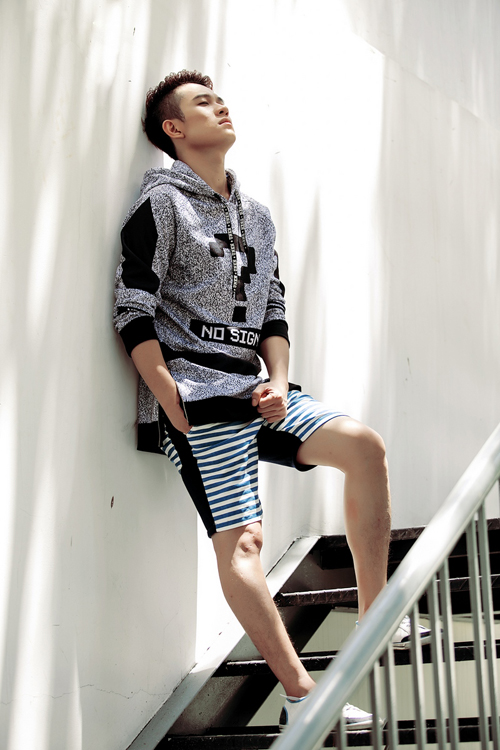 Bộ ảnh được thực hiện với sự hỗ trợ của Photographer: Khoa Nguyễn, Stylist: Bí Bo, Make-up: Thùy Dương.