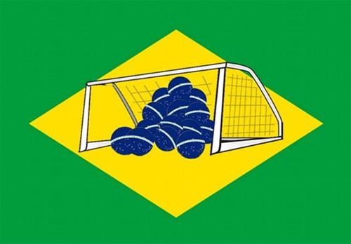 Lưới tuyển Brazil hứng cả rổ bóng.