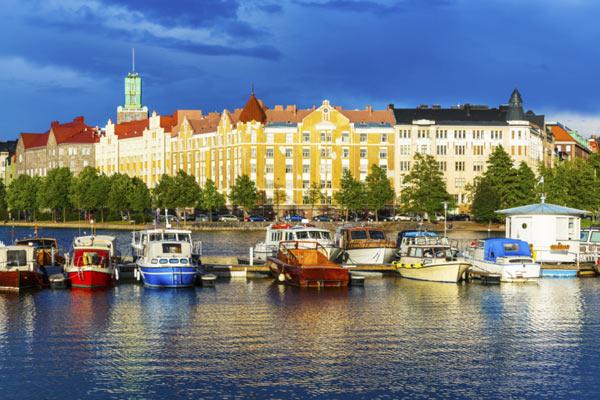 Thị trấn ven biển được biết đến với vẻ đẹp của nó ven biển, lịch sử hàng hải, công viên và không gian xanh, kiến trúc Art Nouveau và, tất nhiên, phòng tắm hơi và spa. Helsinki cũng được đặt tên là một trong những nóng nhất 'thủ đô bắt đầu-up' của châu Âu vào năm 2013, do sự rung cảm nghệ thân thiện của nó là hoàn hảo cho du khách ngàn năm.
