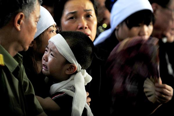 Phần lớn các chiến sĩ hy sinh có tuổi đời rất trẻ, là trụ cột của gia đình và có con nhỏ.
