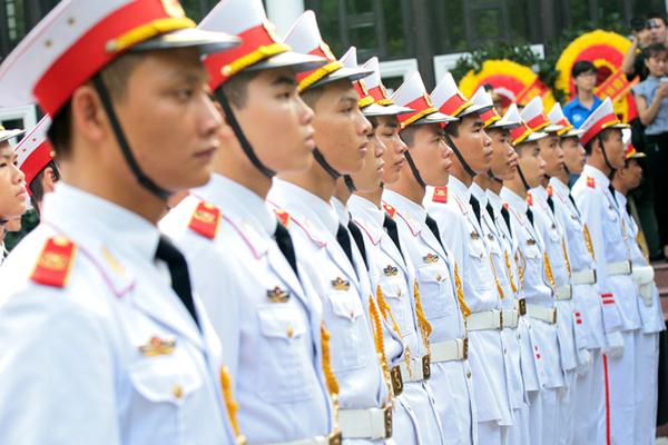 Đội tiêu binh trang nghiêm trong buổi lễ truy điệu.