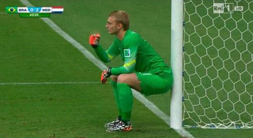 Dù không mặn mà với trận tranh giải ba nhưng thầy trò HLV Van Gaal nhập cuộc tốt hơn và có ha bàn thắng chỉ trong 20 phút đầu.