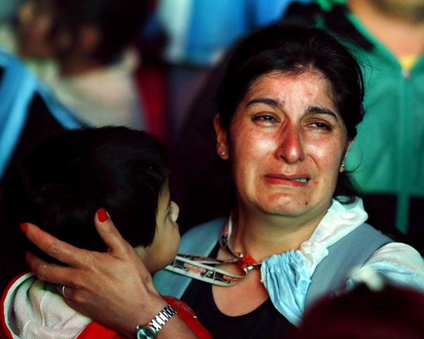 Nỗi buồn luôn được thể hiện bằng những giọt nước mắt nghẹn ngào.