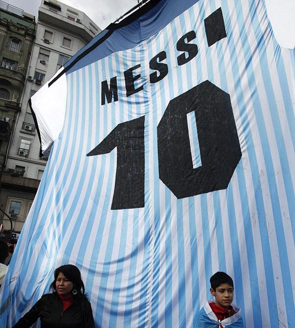 Trước đó, các tuyển thủ Argentina được chào đón như những người hùng khi vừa mới đặt chân về quê nhà.