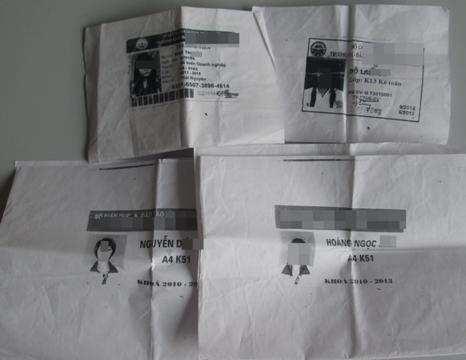 """Những tấm thẻ sinh viên được các cô gái đưa ra để """"ngã giá"""""""