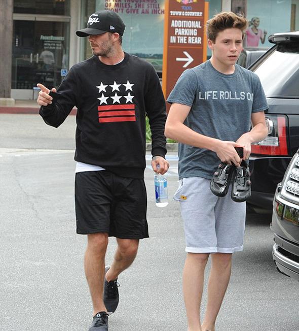 Sáng qua, bốn bố con Becks cùng nhau đi tới một phòng tập thể dục ở Los Angeles.