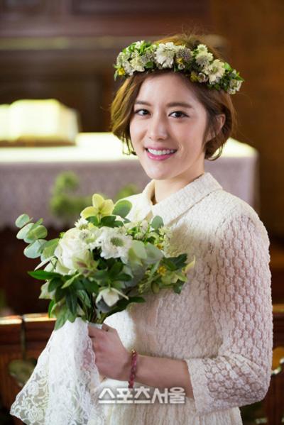 Phụ kiện hoa xinh xắn như cô dâu Hàn