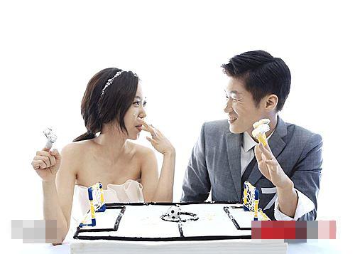Danh thủ họ Park bảnh bao, đắm đuối nhìn cô dâu xinh đẹp