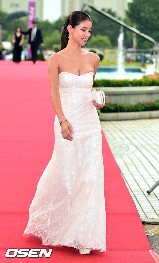 Diễn viên Oh In Hye, người từng gây sốc với bộ trang phục phản cảm cách đây vài năm.