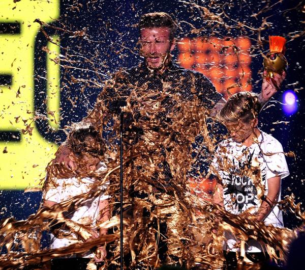 Ba bố con Becks là khách mời trong lễ trao giải thể thao Nickelodeon Kids' Choice Sports Awards
