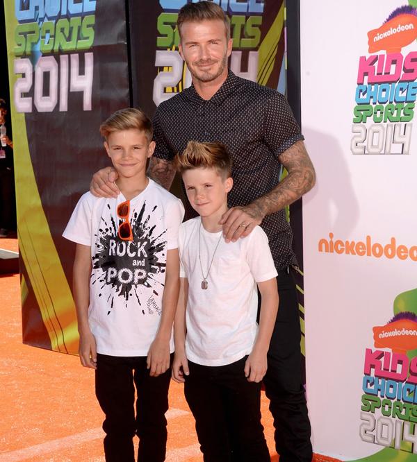 Năm ngoái, Becks đưa cả ba nhóc tới lễ trao giải này