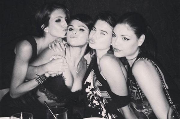 Selena-Gomez-nip-slip-2038-1405934236.jp
