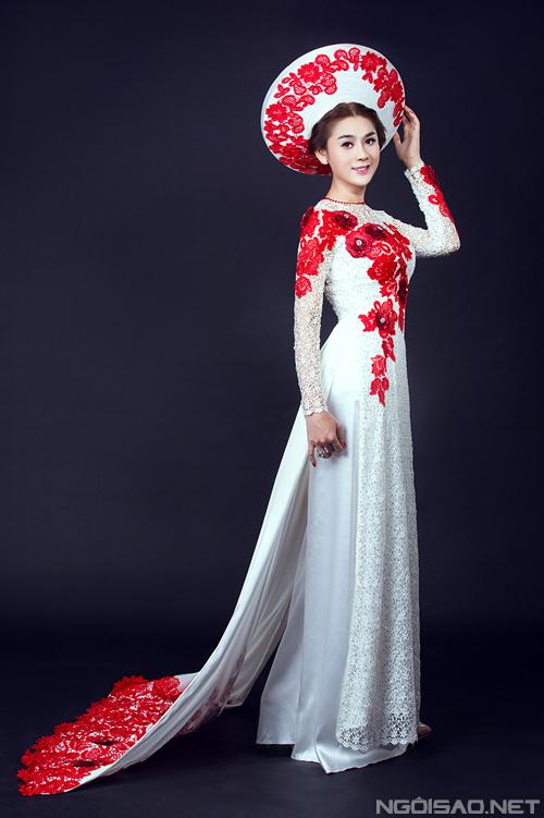 Lâm Chi Khanh e ấp khi diện áo dài cưới