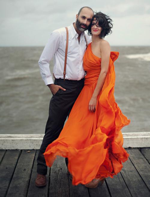 Váy cưới màu cam sẽ giúp cô dâu trở thành nhân vật trung tâm, thu hút mọi ánh nhìn trong bữa tiệc cưới và cả những bức ảnh cưới. Ảnh: GWS.