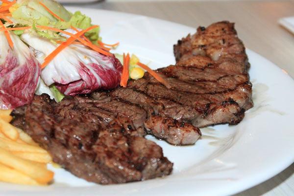 Bò bít tết tại quán bò VinaOne