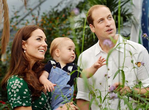 hoàng tử George đáng yêu bên bố mẹ khi đến triển lãm ngoài trời Sensational Butterflies thuộc Bảo tàng lịch sử thiên nhiên quốc gia ở London.Ảnh: PA