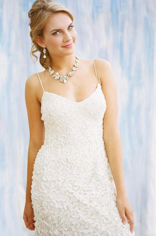 Chọn trang sức theo dáng váy cưới