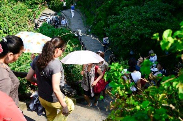Với lợi thế về khí hậu mát mẻ và thảm thực vật xanh mượt, Seongsan thu hút rất đông khách du lịch đến đây tham quan mỗi năm.