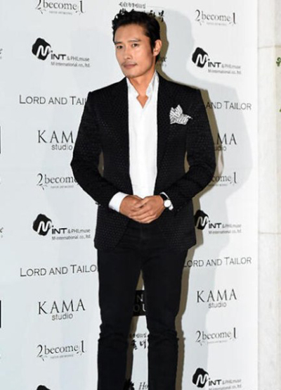 Đám cưới của Park Ji Sung còn có sự góp mặt của các ngôi sao nổi tiếng làng điển ảnh xứ Hàn như tài tử Lee Bung Hun