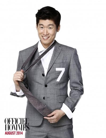 Chú rể Park Ji Sung bảnh bao, nhí nhảnh trên tạp chí Officiel Hommes số tháng 8