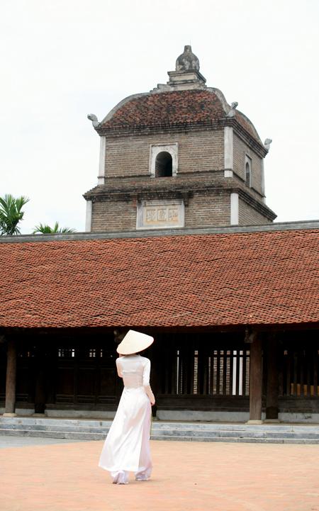 Chùa Dâu với tháp Hòa Phong vươn cao và hàng trăm gian chùa cổ kính vẫn tồn tại với thời gian.