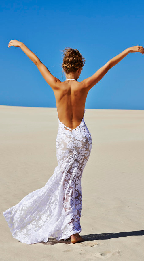Nét phóng khoáng, bay bổng là phong cách đặc trưng của Grace Loves Lace. Các cô dâu yêu thích phong cách bohemian sẽ không thể bỏ qua những thiết kế này.