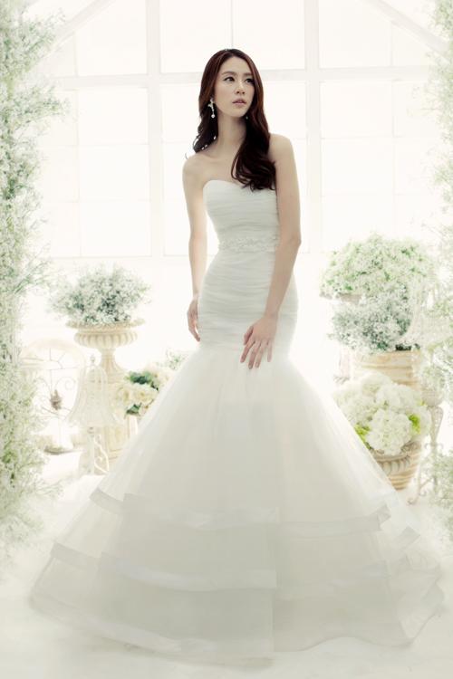 Váy cưới ôm sát khoe đường cong gợi cảm