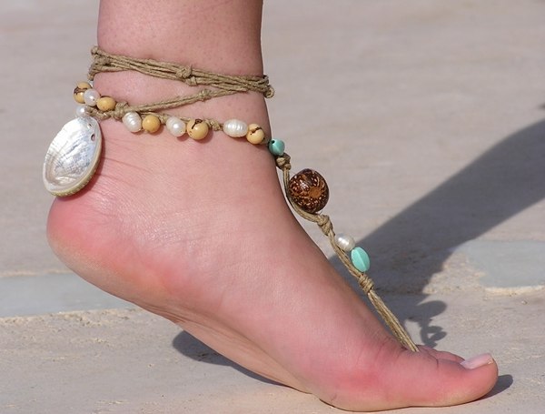barefoot-sandals-barefoot-sand-9547-8435