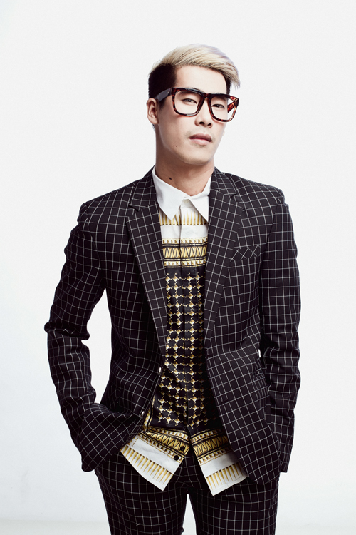 Travis Nguyễn năm nay 27 tuổi, anh bắt đầu công việc của một stylist chuyên nghiệp từ  tháng 5/2012 và hiện tại đang được chú ý bởi việc xây dựng hình ảnh cho ca sĩ Minh Hằng và ca sĩ Sơn Tùng MTP.