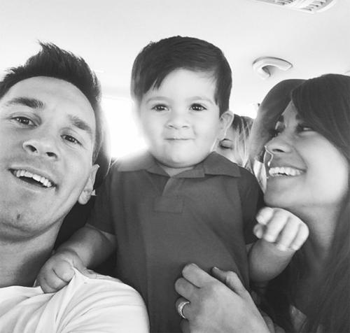 Khoảnh khắc tươi vui, hạnh phúc của gia đình Cầu thủ hay nhất thế giới 2012.
