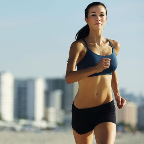 Chạy bộ là bài tập thể dục rất đơn giản nhưng mang lại nhiều lợi ích lớn. Ảnh: Womenhealth