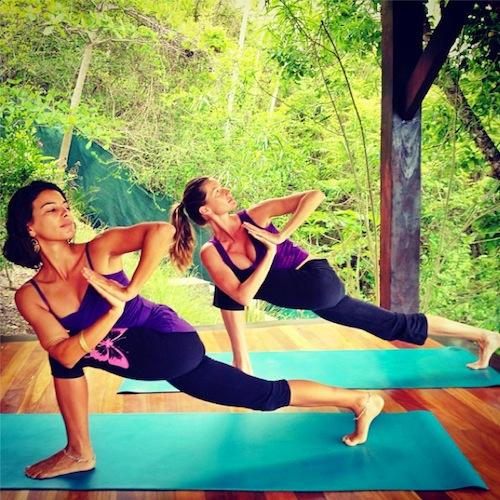 gisele-bundchen-yoga-instagram-3099-5684