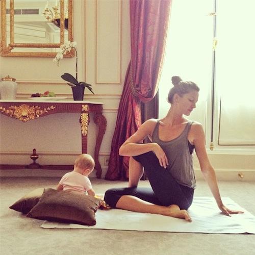 gisele-bundchen-yoga-instagram-7110-7255