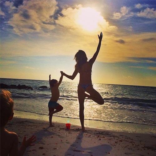 gisele-bundchen-yoga-instagram-9986-4065
