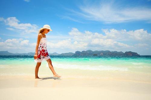 Đi bộ được coi là một trong những phương pháp đơn giản giúp giảm cân.