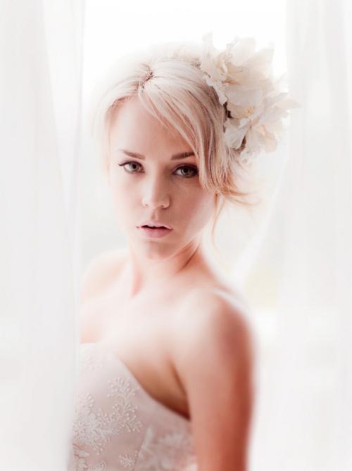 Ngược lại, cô dâu trang nhã có thể chọn tông màu sáng và dịu dàng hơn.