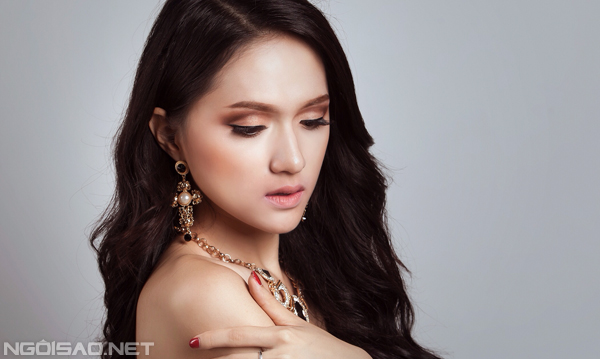 Hương Giang Idol ngọt ngào làm cô dâu