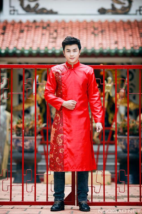 Dương Hiếu Nghĩa trẻ trung với áo dài chú rể