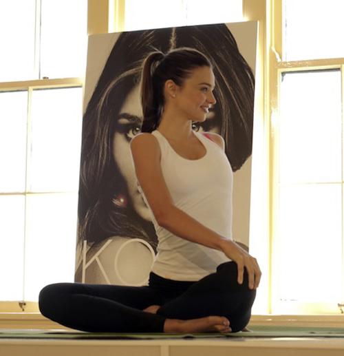 Yoga-Miranda-Kerr-5754-1407468424.jpg