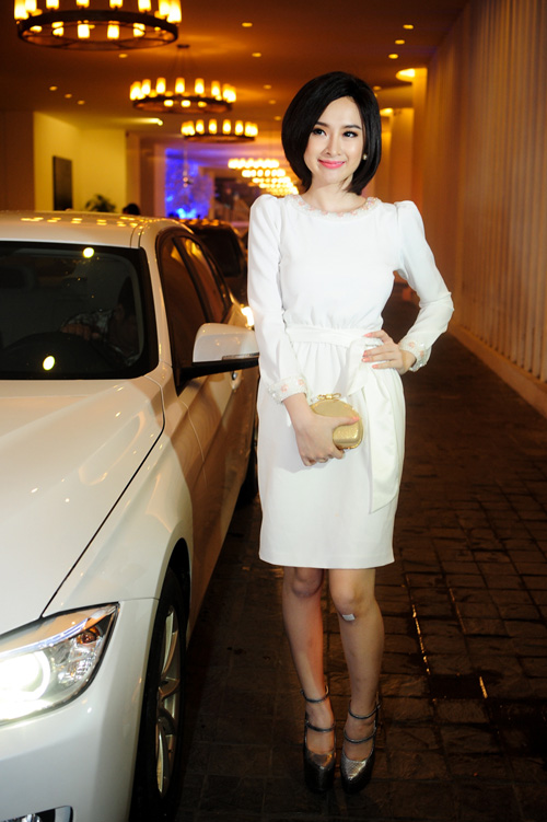 Những chôi giày cao chót vót là món phụ kiện không thể thiếu của Angela Phương Trinh.