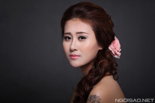 `Cô dâu` Hà Lade biến hóa với make-up cưới