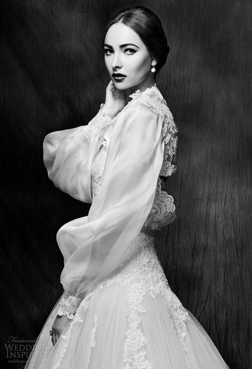 Một trong những chi tiết nổi bật nhất chính là tay áo bồng bềnh mang phong cách thời trang quý tộc châu Âu, khiến cô dâu như quay ngược thời gian, trở về những thập niên xưa cũ.