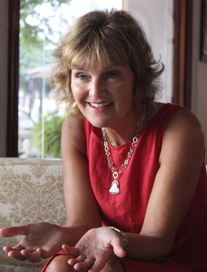 Annette muốn đối diện với khó khăn trong cuộc sống bằng nụ cười.