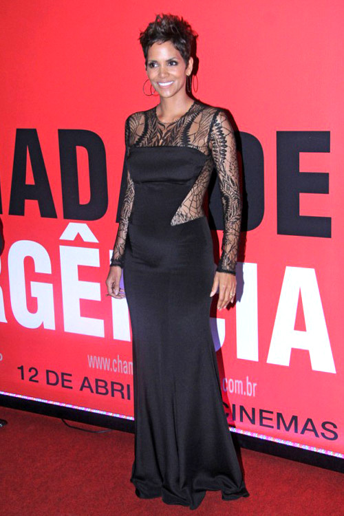 April 11, 2013One month later, after announcing she was pregnant with her second child, the Oscar-winner looked stunning at the Rio de Janeiro, Brazil, premiere of The Call. In an interview with CNN the actress admitted of her surprise pregnancy: